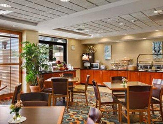Wingate by Wyndham Wilmington: Breakfast Area