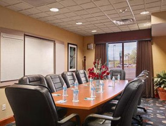 Wingate by Wyndham Wilmington: Meeting Room