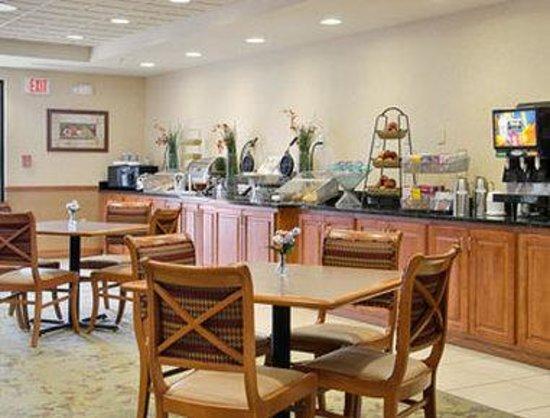 Wingate by Wyndham Bentonville Airport : Breakfast Area