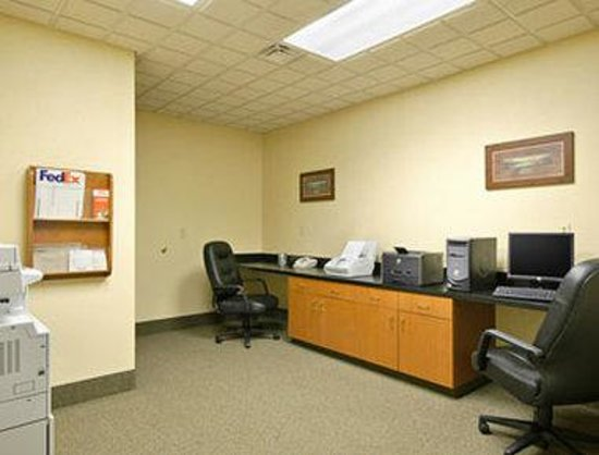 Wingate by Wyndham Bentonville Airport : Business Center