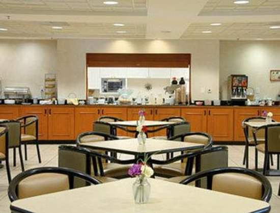 Wingate By Wyndham Indianapolis Airport-Rockville Rd.: Breakfast Area