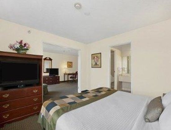 Wingate By Wyndham Indianapolis Airport-Rockville Rd.: Suite