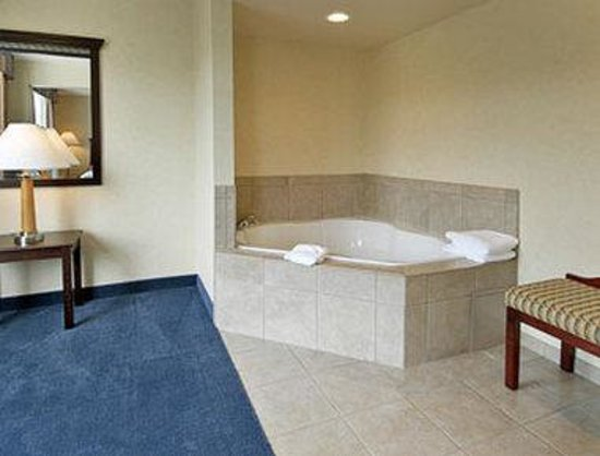 Wingate by Wyndham Bridgeport: Jacuzzi Suite