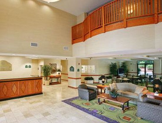 Wingate By Wyndham Charlotte Airport I-85 / I-485 : Lobby.