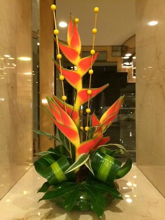 The Westin Camino Real Guatemala : so many beauitful flower arrangements at the hotel!