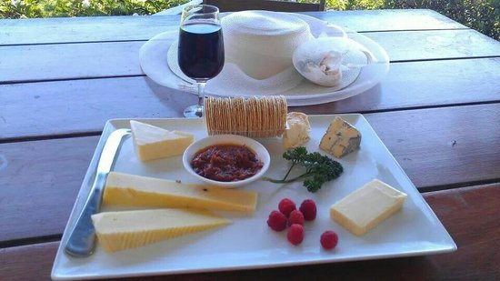 Bago Maze & Vineyards: Cheese platter