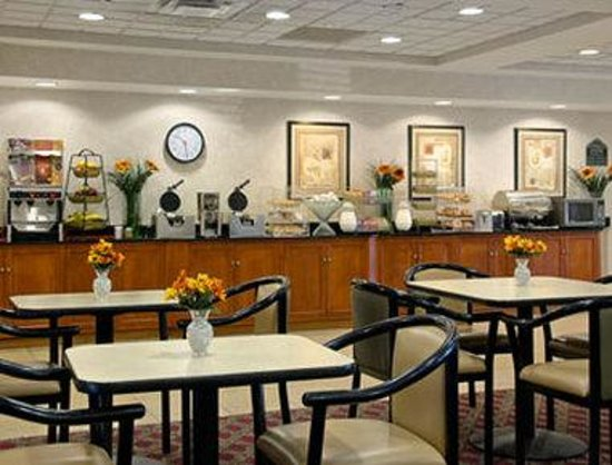 Wingate by Wyndham Aberdeen /Edgewood: Each morning from 6 to 10AM we serve a Deluxe Continental Breakfast Buffet, free of charge to al