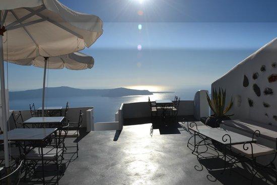 Remezzo Villas: Terraza donde desayunamos.