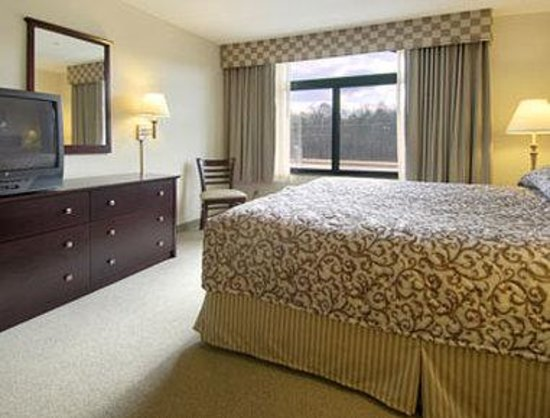 Wingate by Wyndham Tupelo: Standard King Bed Room