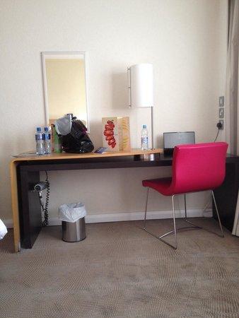 Novotel Birmingham Airport: Desk in exec room