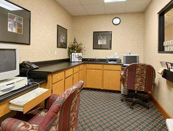 Wingate by Wyndham Columbus : Business Center
