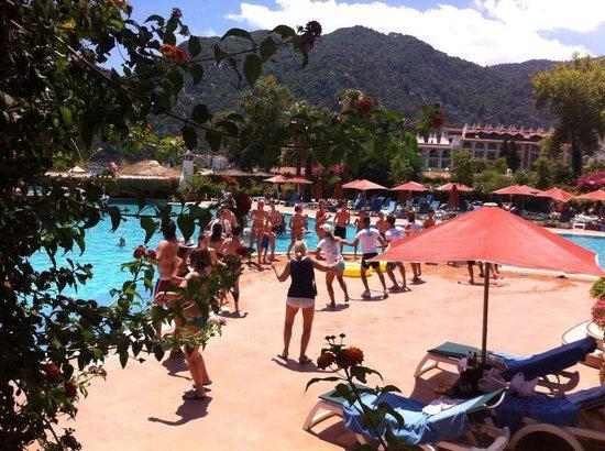 MARTI Resort de Luxe : Pool game