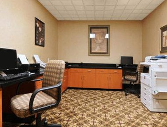 Wingate by Wyndham DFW / North Irving: Business Center