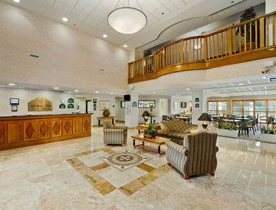Wingate by Wyndham Tampa/At USF: Lobby