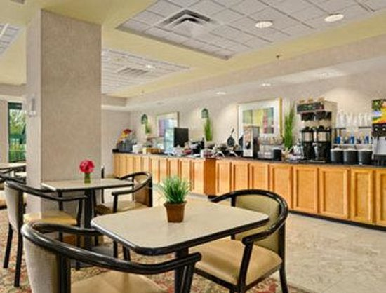 Wingate by Wyndham Tampa/At USF: Breakfast Area