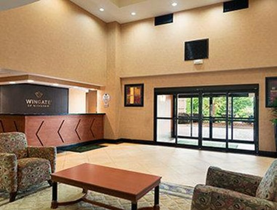 Wingate by Wyndham Columbia / Ft. Jackson: Front Desk