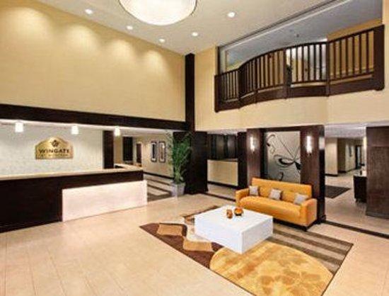 Wingate by Wyndham Charleston: Lobby