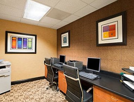 Wingate by Wyndham Columbia / Ft. Jackson: Business Center