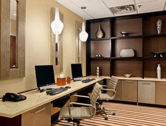 Wingate by Wyndham Charleston: Business Center