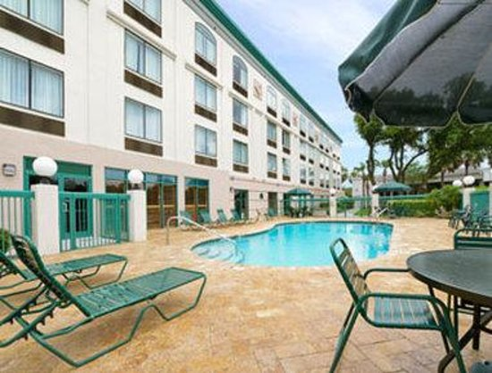 Wingate by Wyndham Tampa/At USF: Pool
