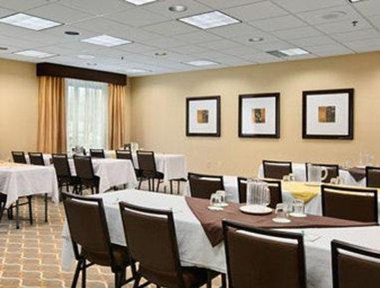 Wingate by Wyndham Charleston: Meeting Room