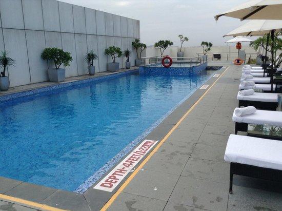 Radisson Blu Hotel Pune Kharadi : Pool on the roof