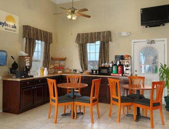 Days Inn KU Lawrence: Breakfast Area