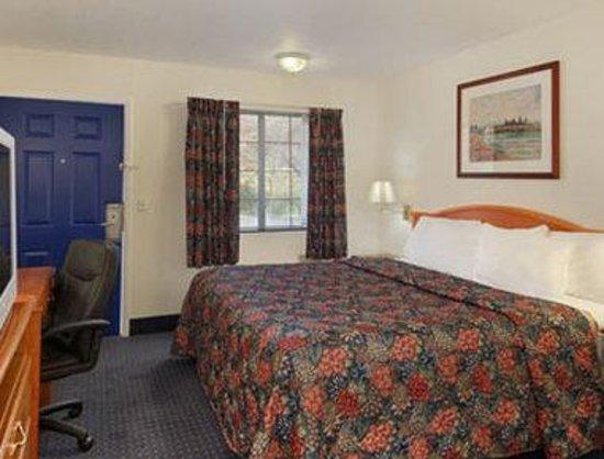 Days Inn KU Lawrence: Standard One King Bed Room