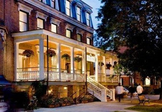 Saratoga arms updated 2018 prices hotel reviews for Hotels saratoga springs new york