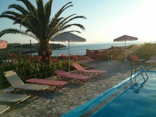 Georgia-Vicky: La piscina con acqua di mare