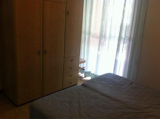 Residence Hotel Paradiso: Camera matrimoniale con accesso sul terrazzo