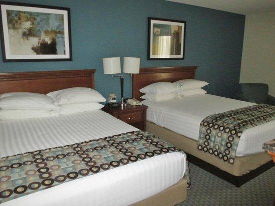 Drury Inn & Suites Birmingham Southwest: Clean comfortable beds