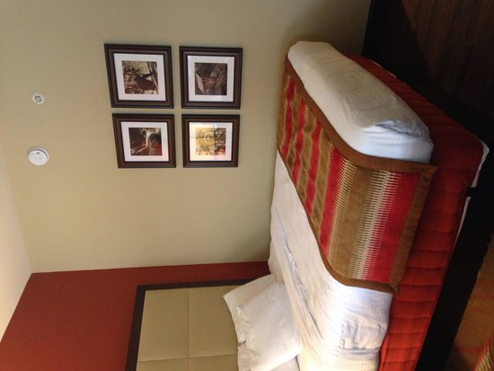 La Quinta Inn & Suites Pigeon Forge : Clean Bed!