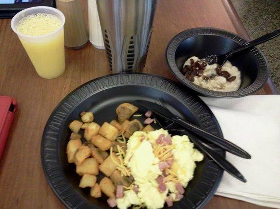 Drury Inn & Suites Birmingham Lakeshore Drive: Breakfast of champions