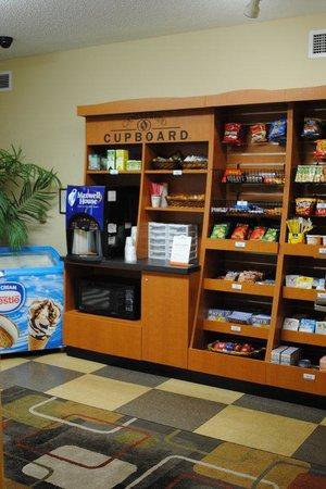 Candlewood Suites Fort Wayne: Café
