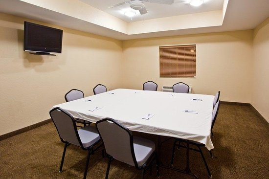 Candlewood Suites Ft Myers - I-75: Meeting Room
