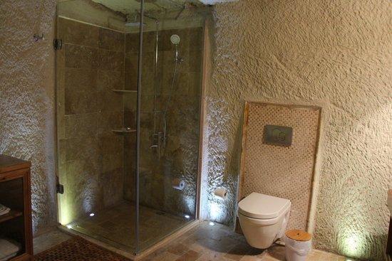 Azure Cave Suites: Bathroom of room 5