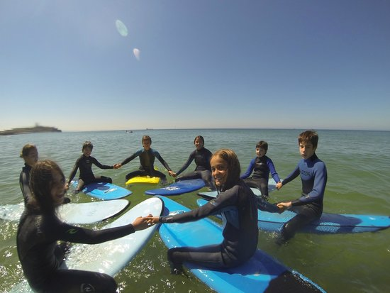 7 Essencia Surf & Bodyboard School: Team Spirit at Carcavelos beach