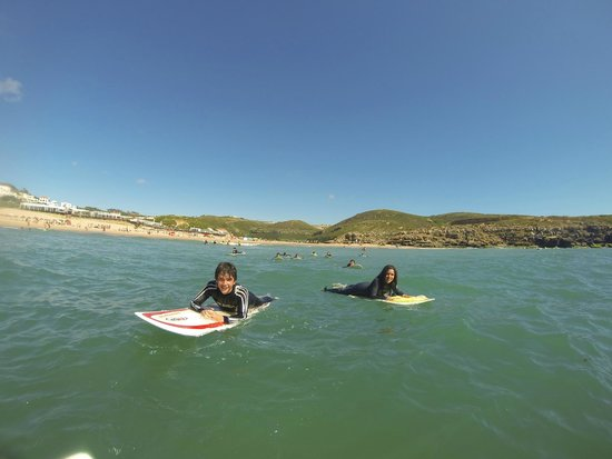 Linda-a-Velha, Portugal: Paddle Out with surf camp kids