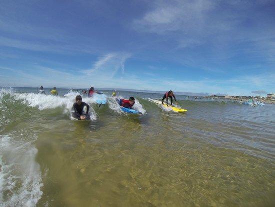 7 Essencia Surf & Bodyboard School: Everyone can Enjoy with the friends