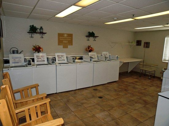 Candlewood Suites Chicago O'Hare: Laundry Facility