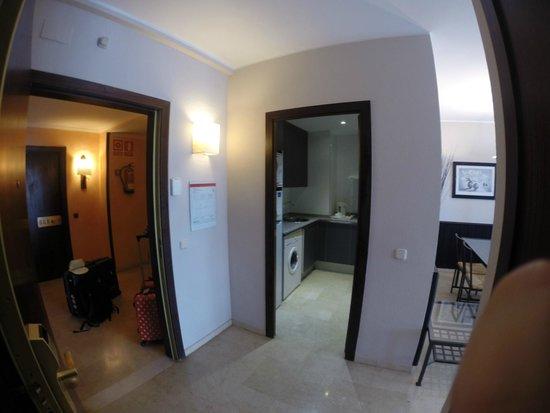 Mediterraneo Sitges Hotel & Apartments: Vardagsrum / sovrum + kök