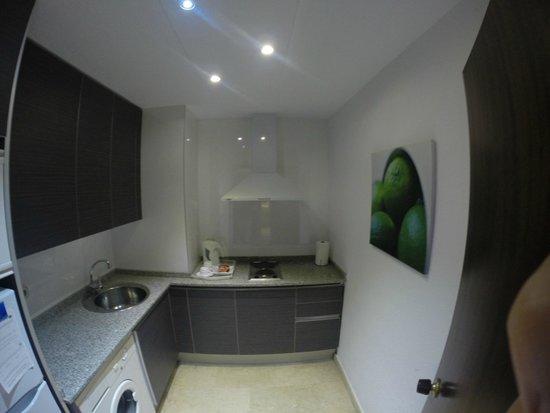 Mediterraneo Sitges Hotel & Apartments: Kök