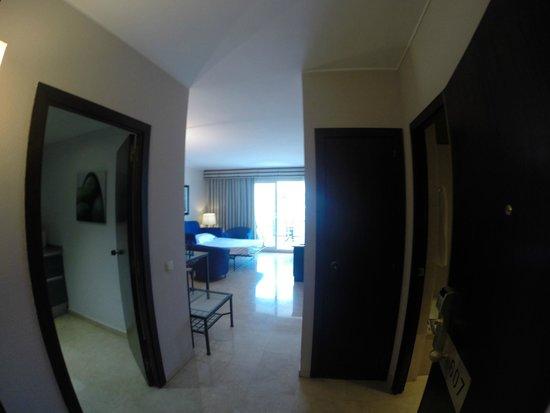 Mediterraneo Sitges Hotel & Apartments: vardagsrum