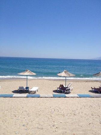 Kalimera Mare Hotel: spiaggia