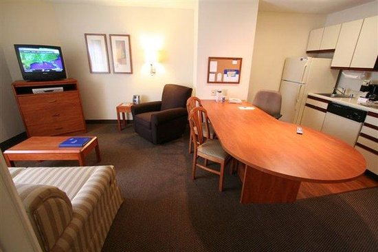 Candlewood Suites Louisville Airport: One Bedroom Suite 1 Queen Bed and 1 Sleeper Sofa 504 sq ft