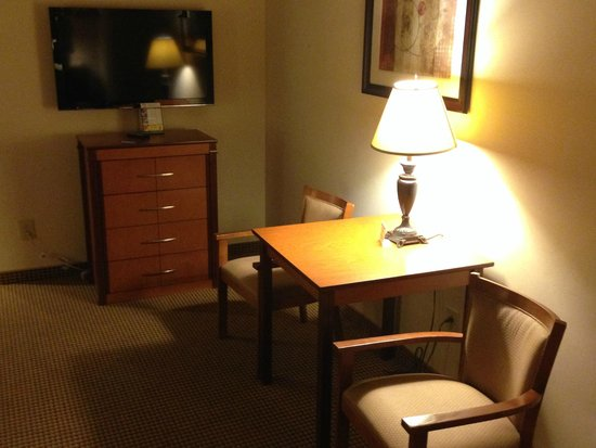 Mikado Hotel: Desk & Chairs
