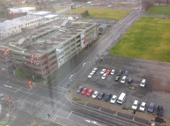 Rendezvous Hotel Christchurch: pic of carpark from hotel room