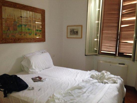 Apollo Hotel: ORMITORIO CON BAÑO INCORPORADO Y VISTA A CALLE VIA BOSCHETTO