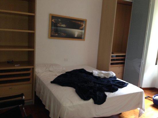 Apollo Hotel: 2 DORMITORIO